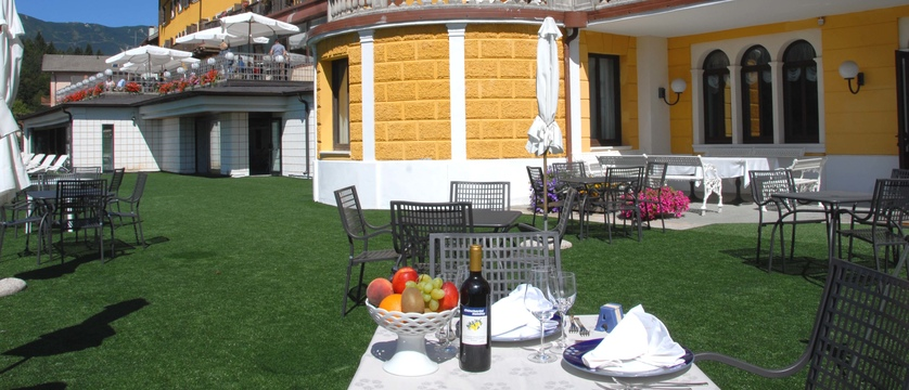 grand-hotel-astoria-lake-lavarone-al-fresco-dining.jpg